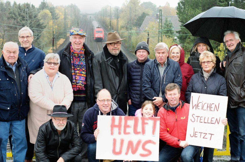 ueberanger-bruecke-angermund-weichen-demo-angermunder-regionalbahn-schild-gleise-angermund