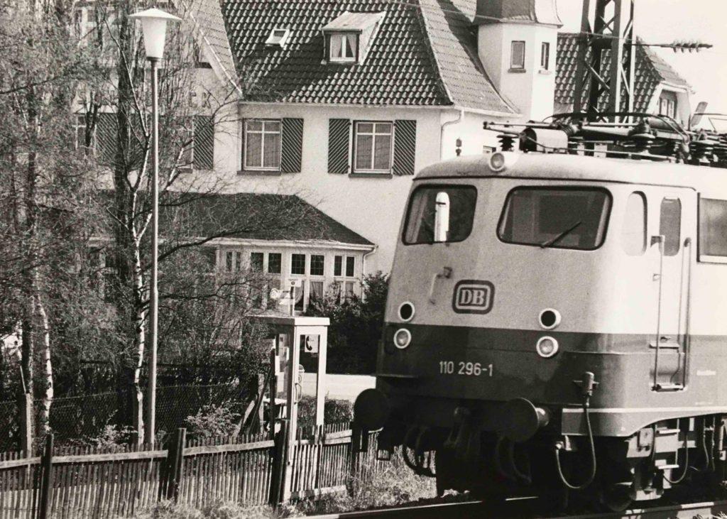 bahnhofstrasse-foto-schienenlaerm-angermund-db-litzbrueck-bahnlaerm-schallschutz-gleise-trasse-nrw-archiv-rosenstadt-duesseldorf-geis-Bahntrasse-2650-fernverkehr-koeln-duisburg-schall03-
