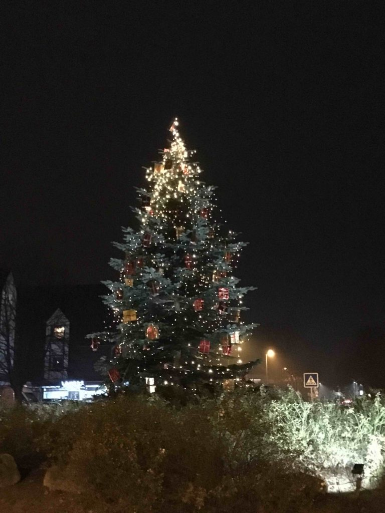 weihnachtsbaum-angermund-kreisverkehr-advent-angermund-inittive
